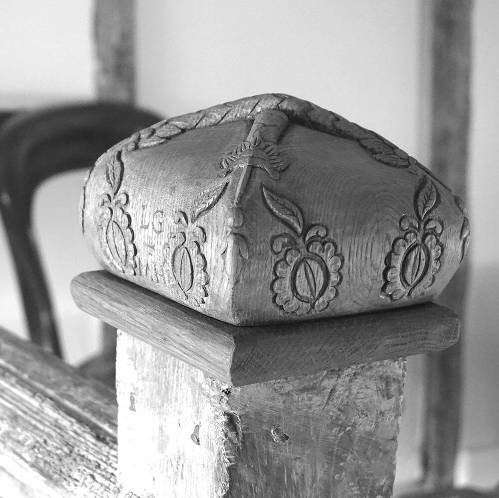 Oak-newl-cap-carving-William-Barsley